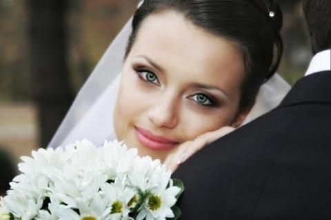 Как правильно наносить свадебный макияж.