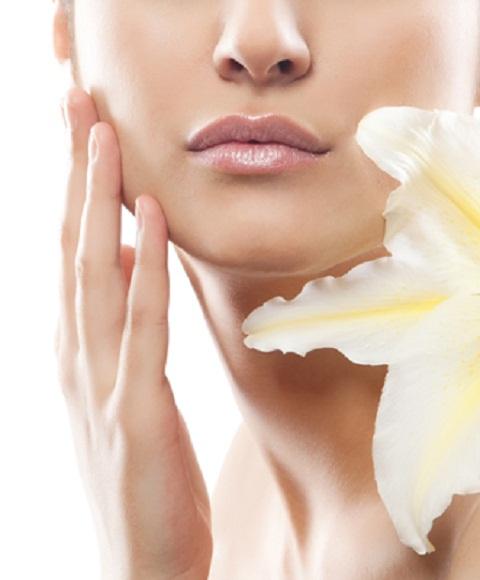 Очищение кожи лица бывает нескольких видов: ручное, вакуумное, механическое, ультразвуковое...