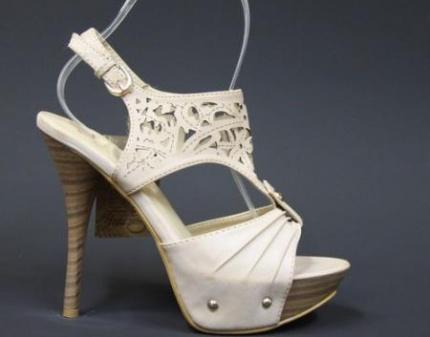 Скидка до 75% на поло Lacoste, майки и стильную обувь для мужчин и...